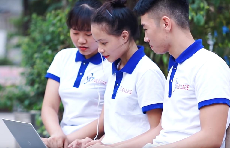 sinh viên trường cao đẳng ngoại ngữ và công nghệ việt nam