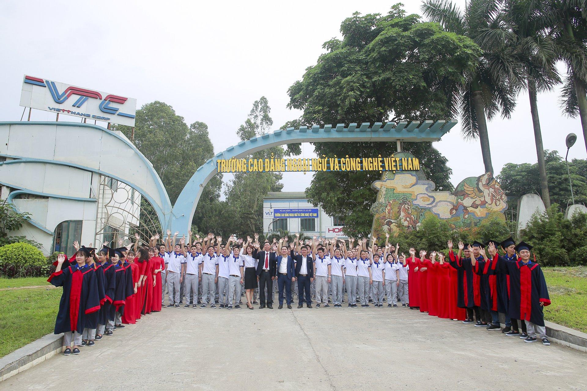học văn bằng 2 cao đẳng tiếng Anh tại trường Cao đẳng Ngoại Ngữ và Công Nghệ Việt Nam