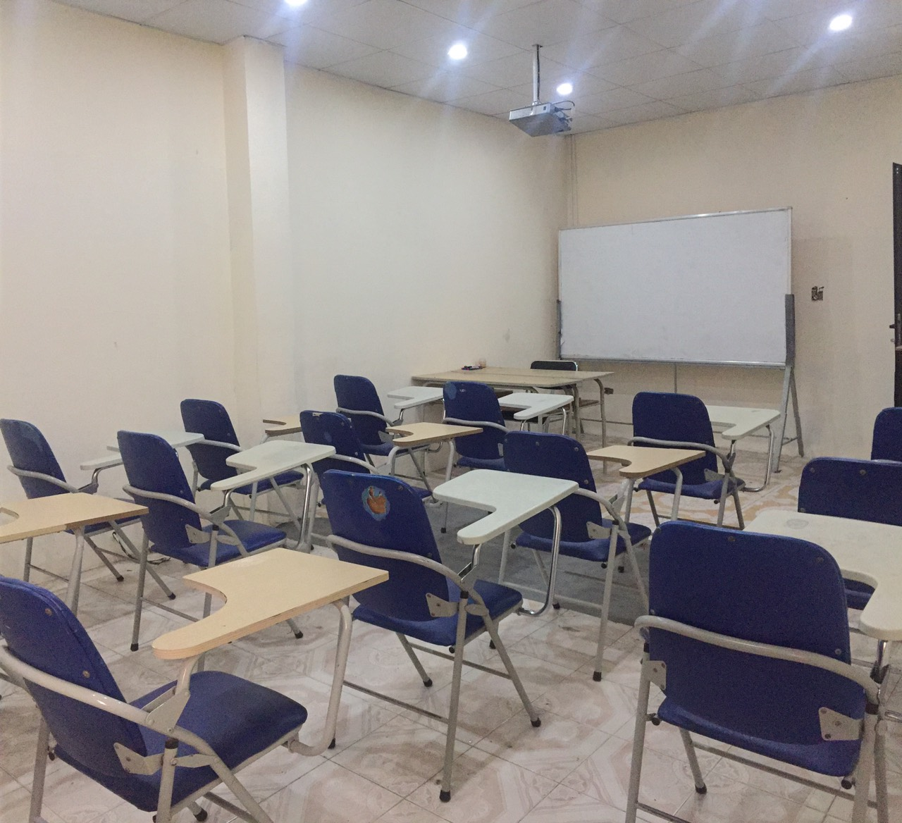 Hình ảnh một phòng học của trường Cao Đẳng Ngoại Ngữ Và Công Nghệ Việt Nam