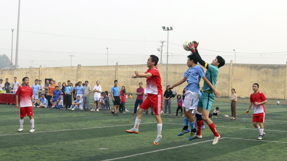 Thi bóng đá giữa các khoa trong trường Cao đẳng Ngoại Ngữ và Công Nghệ Việt Nam