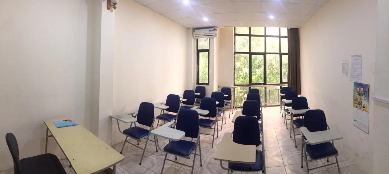 Một lớp học trường Cao đẳng Ngoiaij ngữ và Công nghệ Việt Nam