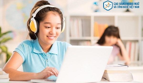 Học tiếng Anh online mang đến những lợi ích gì?