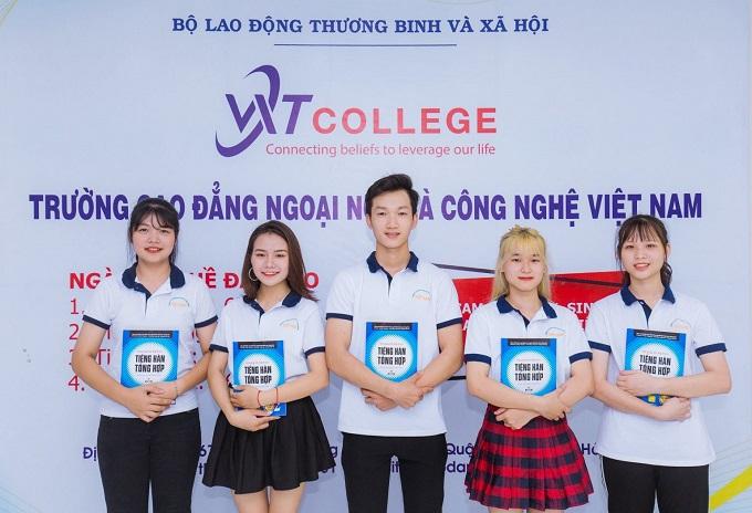 Sinh viên Cao Đẳng Ngoại Ngữ Và Công Nghệ Việt Nam